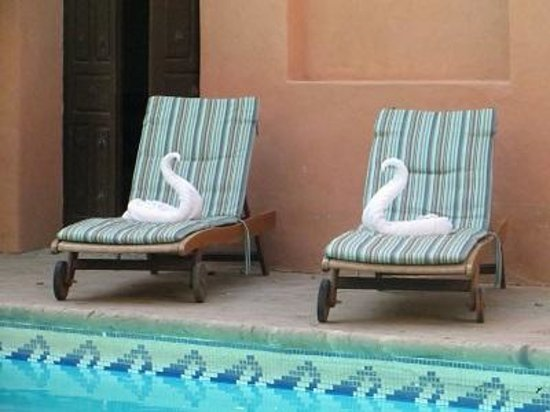 Hotel Posada del Hidalgo: Nice chairs by the pool