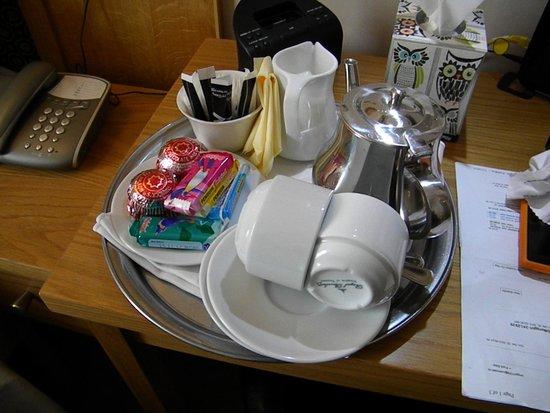 Roxford Lodge Hotel: tea and cookies