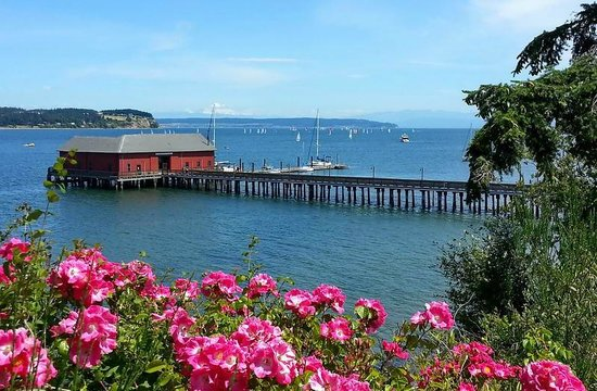 Blue Goose Inn Bed and Breakfast: Coupeville Wharf and Penn Cove