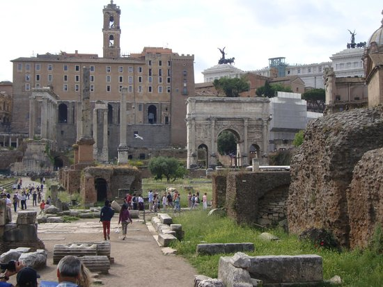 Through Eternity Cultural Association: A view of the forum down via Sacra