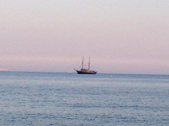 Juan les Pins Main Beach : Peaceful mediterranean Sea