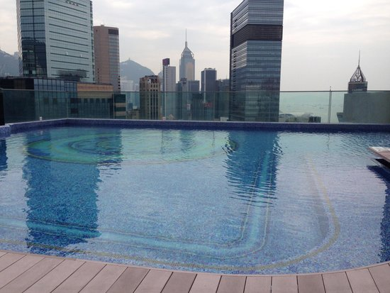 Regal Hongkong Hotel: Roof top pool at the Regal!