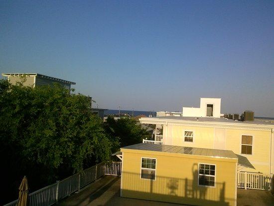 Atlantis Inn: Rooftop Patio