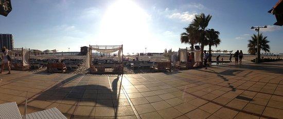 Dan Accadia Hotel Herzliya: Boardwalk and public beach below the hotel.