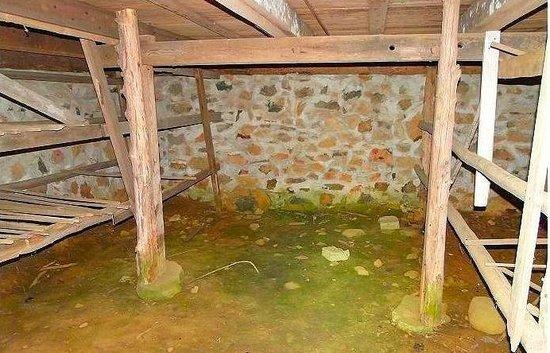 Duke Homestead : inside tobacco pack house