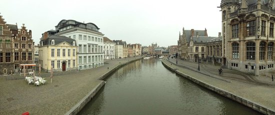 Ghent Marriott Hotel: the view to the entrance from the river's side.