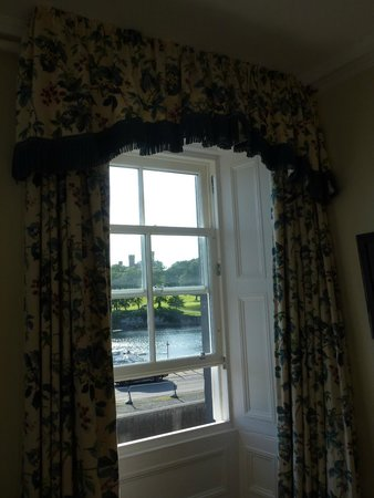 Royal Hotel Stornoway: The other window in room 9 looking towards the castle