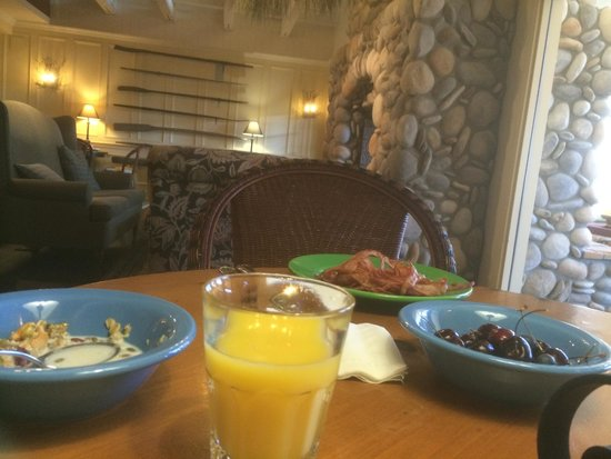 Embarc Blue Mountain: Breakfast