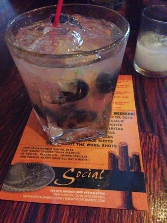 Social Bar : Blueberry Mojito