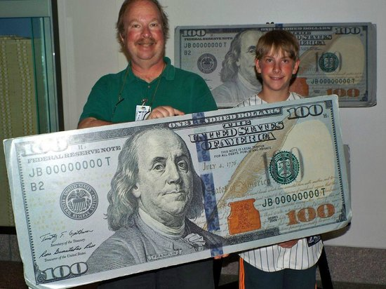 The Money Museum : Posing with a large $100 bill
