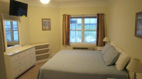 Atlantic Breeze Suites : Bedroom-king bed rear