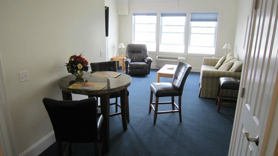 Atlantic Breeze Suites: Living room rear