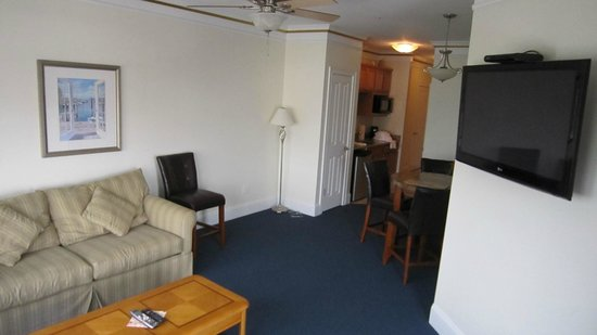 Atlantic Breeze Suites: LIVING ROOM rear