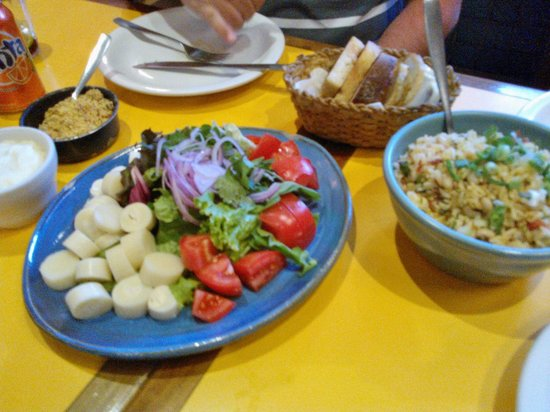 Mocoto : Refeição, baião de dois, salada, purê de inhame com queijo coalho e farofa de abobrinha