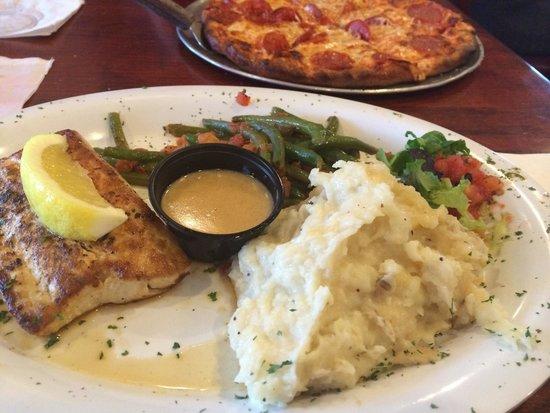Oceanside Beach Bar and Grill: Mahi Mahi and Pepperoni Pizza