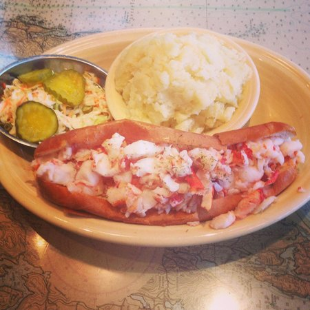 Linda Bean's Maine Kitchen and Topside Tavern: The colossal lobster roll!