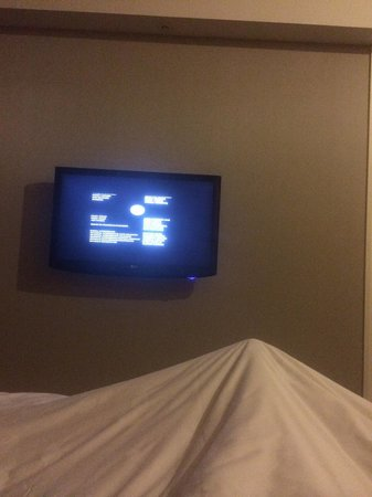 Yuehe Kezhan Hotel : Tv had a great selection of movies, go to the bottom of the left hand side , it's says English,