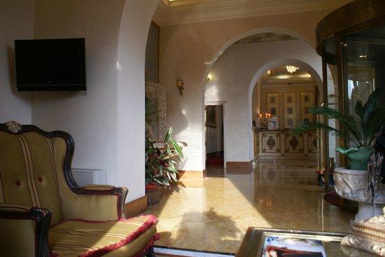 Hotel Romanico Palace: Hall