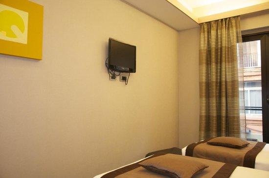 iQ Hotel Roma: TV in room at IQ Hotel