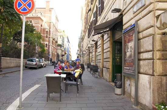 iQ Hotel Roma: Dining at Trattoria Frascati in Rome