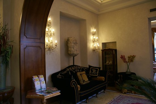Hotel Romanico Palace: Hall
