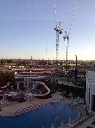 Crown Metropol Perth : Noisy construction site.