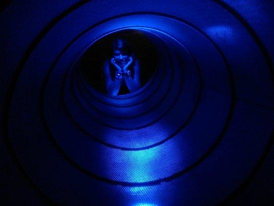 Banco do Brasil Cultural Centre: Brincando no túnel