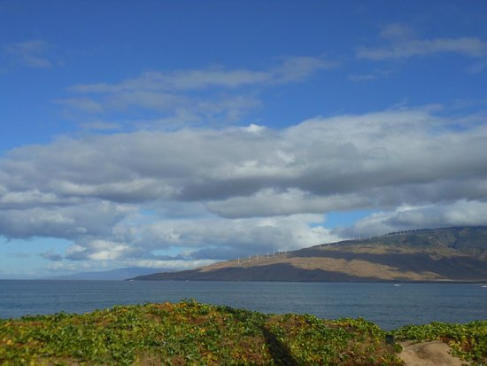 Maui Sunseeker LGBT Resort : View from Hotel towards West Maui Mountains