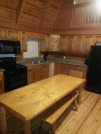 Uchee Creek Army Campground and Marina: Another pic of the kitchen.