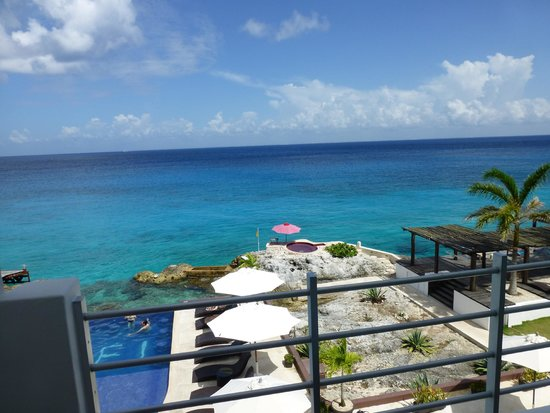 Hotel B Cozumel: The view from our balcony upon arriving.