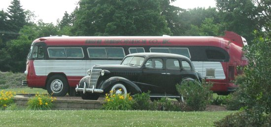 Antique Automobile Club of America Museum: Front lawn by driveway