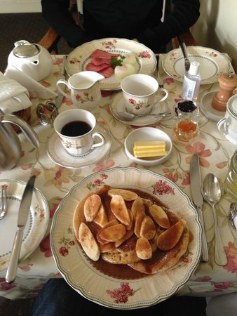 Broomelea Bed & Breakfast: Breakfast at Broomelea