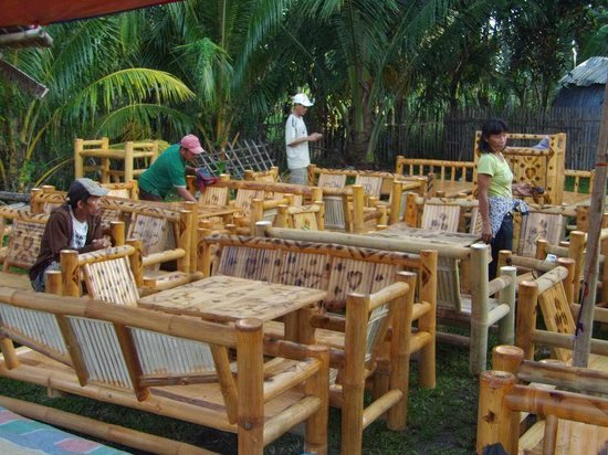 Malatapay Market: Bamboo Furniture