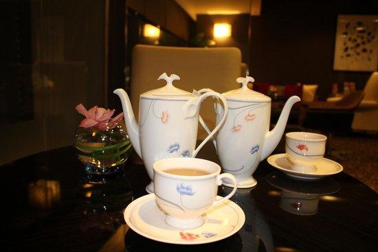 Marina Mandarin Singapore: A cuppa of tea in the members lounge