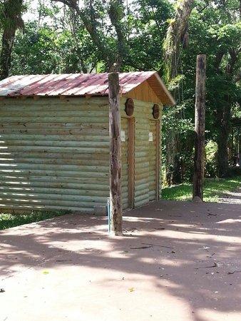 Parador Villas Sotomayor: Bano area de acampar !!! Bello como nuevo por dentro
