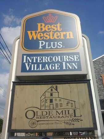 BEST WESTERN PLUS Intercourse Village Inn & Suites : The front out by the road