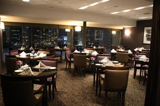 Marina Mandarin Singapore: The breakfast room in the members lounge