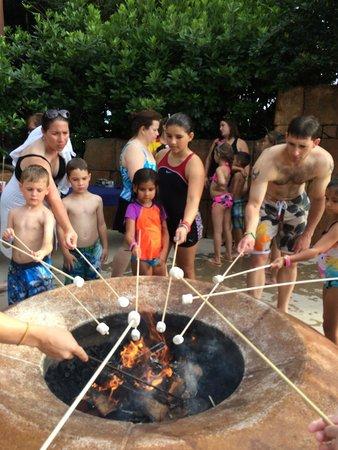 Disney's Coronado Springs Resort: Campfire