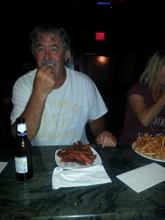 Shilo Restaurant Killeen: Happy 4th of July. ... our guests really like our sweet potato fries. .. this is his 3rd order