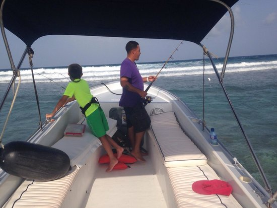 Seakarus Tours: Second largest reef, reef fishing close up front