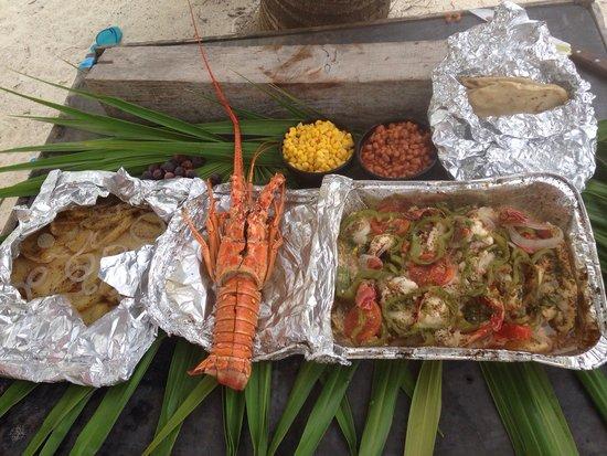 Seakarus Tours: Lobster/fish/conch , beach bar be q