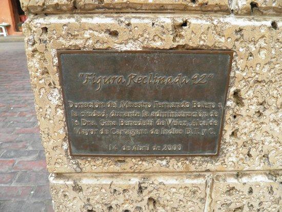 Plaza Santo Domingo: placa da mulher reclinada
