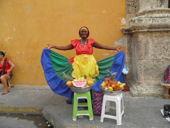 Plaza Santo Domingo: palanquera - vendedora de frutas