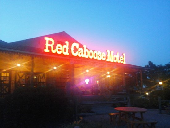 Red Caboose Motel, Restaurant & Gift Shop: The front of hotel