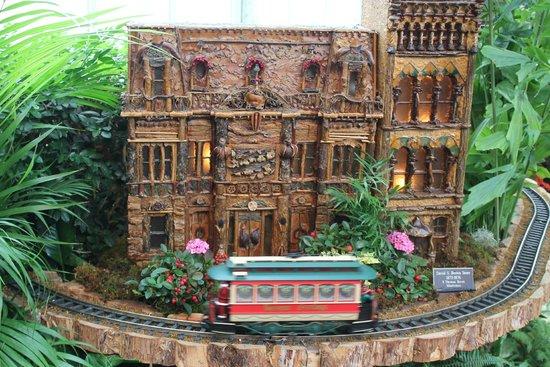 New York Botanical Garden : Building reconstructed