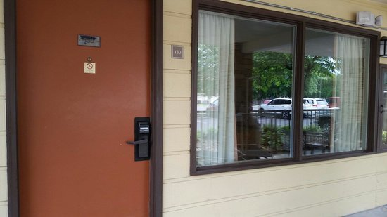 Quality Inn & Suites River Suites: Room 130. Right outside smoking area