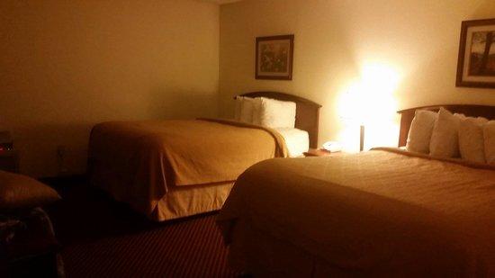 "Quality Inn & Suites River Suites : ""Cave"" 2 queen half if 3 queen suite"