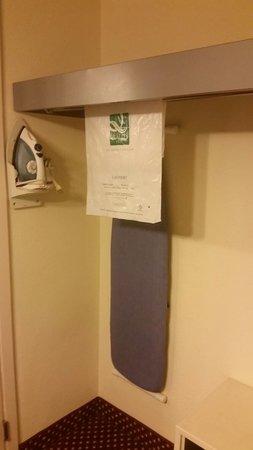 Quality Inn & Suites River Suites : In room closet.