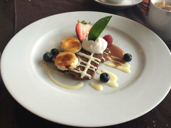 Blumen Garden Bistro: Lindt Chocolate with banana brulee