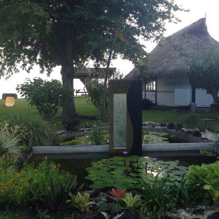 Linareva Moorea Beach Resort : Jardín interior